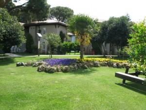 Papillon Ayscha Hotel - front garden